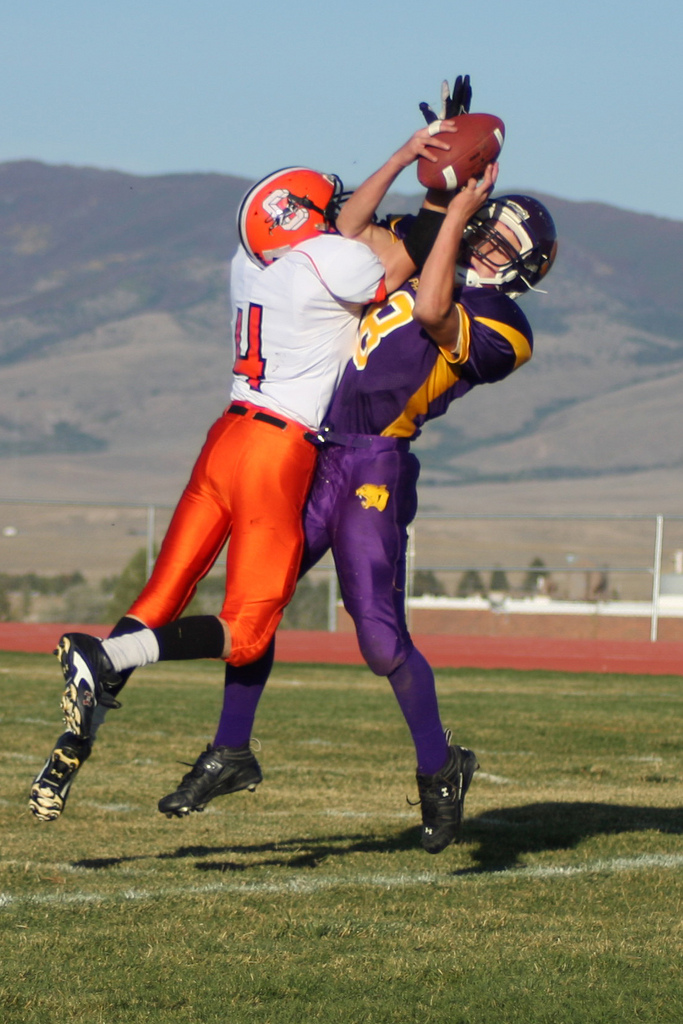 Saratoga hosts Cokeville in 2009. Photo posted by user karasandlian to the Wyoming high school football photo pool on Flickr. https://www.flickr.com/groups/wyoming-football/